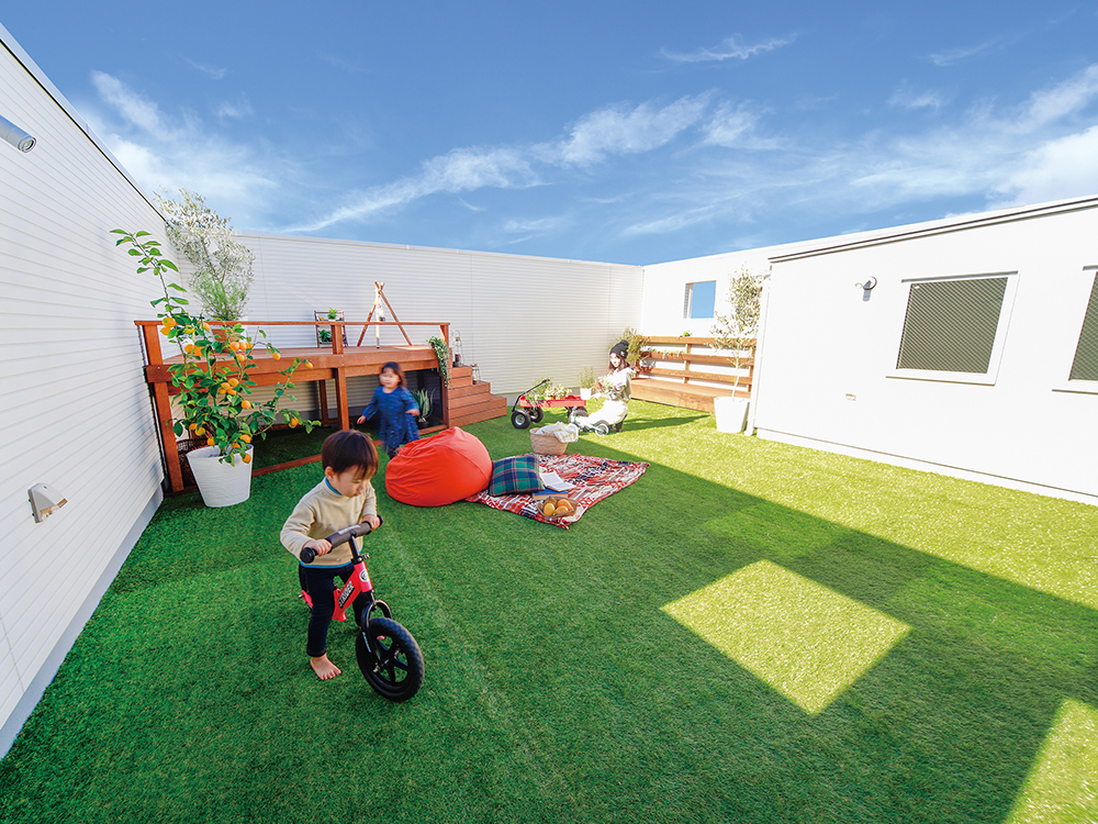 ZERO-CUBE SKY BALCONY<br /> 三角屋根を平らにしたら、そこにもうひとつの部屋が生まれました。